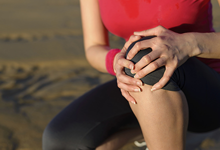 Durerile de genunchi in urma efortului fizic: tratamente si remedii