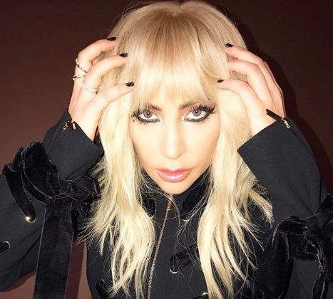 boala articulației doamnei Gaga)