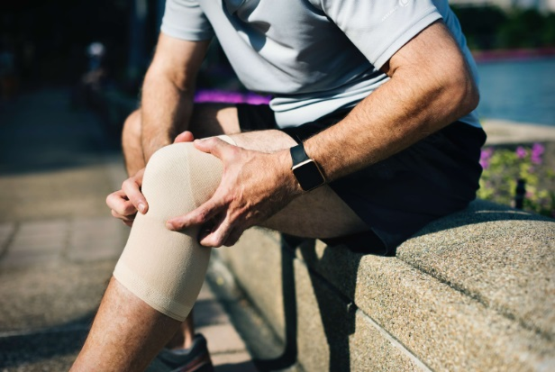 durerea și umflarea articulației genunchiului
