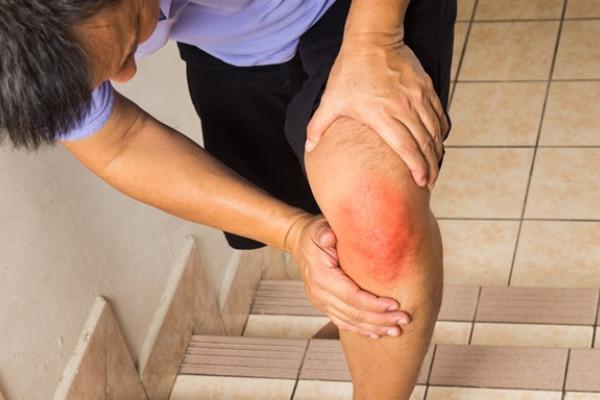 durere paroxistică în articulația genunchiului