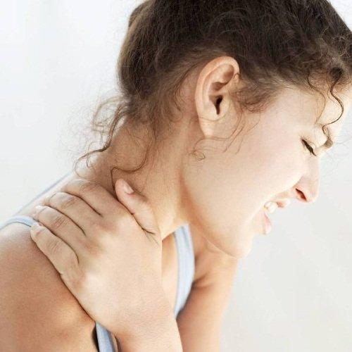 durere ascuțită în articulația umărului mâinii stângi artroza moderată a genunchiului