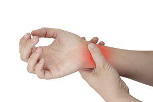 durerile de la încheietura mâinii și degetelor)