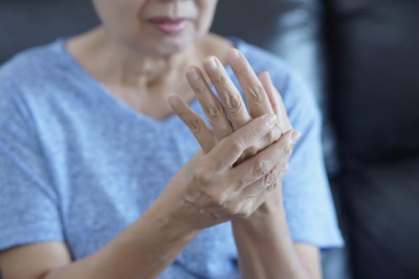 rigiditate și durere în articulațiile degetelor)
