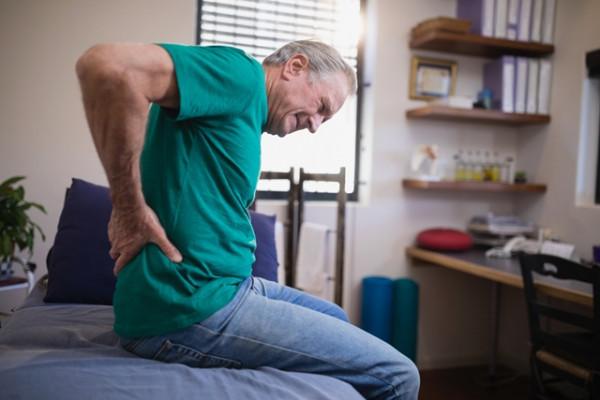 articulația șoldului doare în spate)