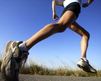 genunchii răniți când aleargă)