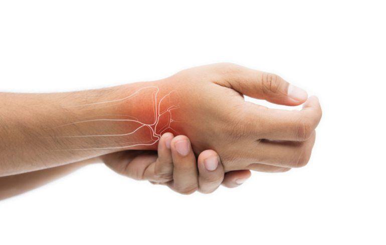 articulații umflate și dureroase pe mâini)