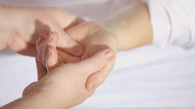 artrita traumatică a degetului)