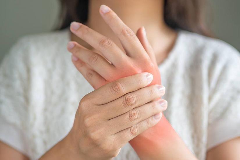 numele inflamației la încheietura mâinii)