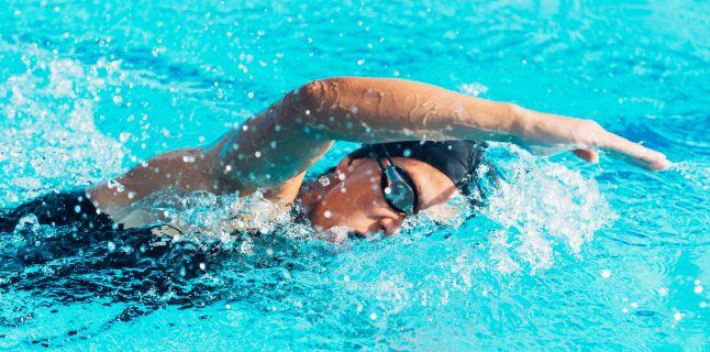 Sportul in apa, benefic pentru pacientii cu gonartroza