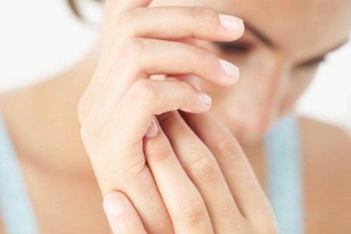 artrita decat amelioreaza umflarea degetelor