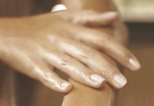 Va simtiti degetele umflate? Iata cauzele