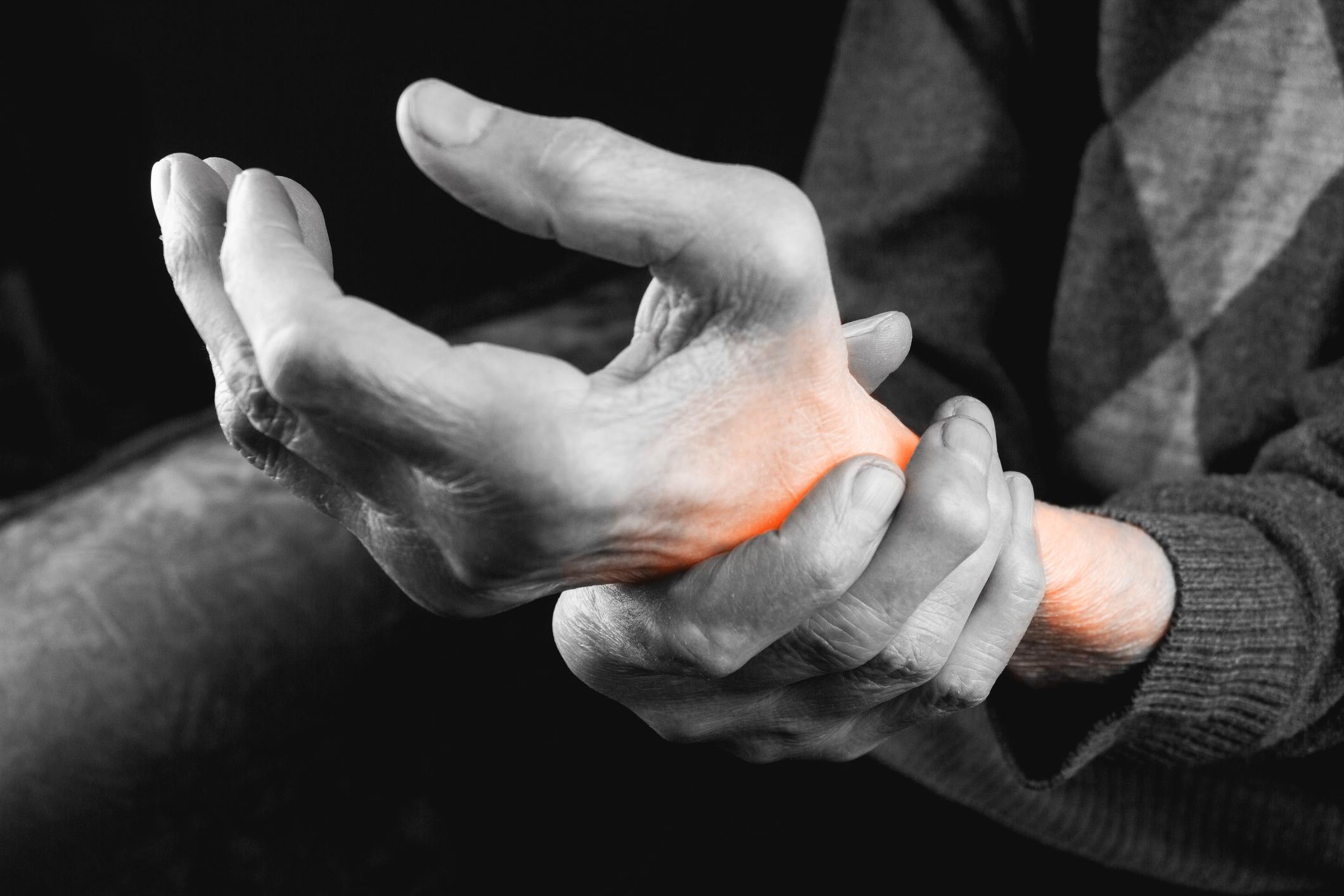 când toate articulațiile mâinilor doare)