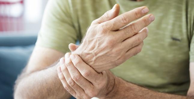 bratul umflat cu artrita)