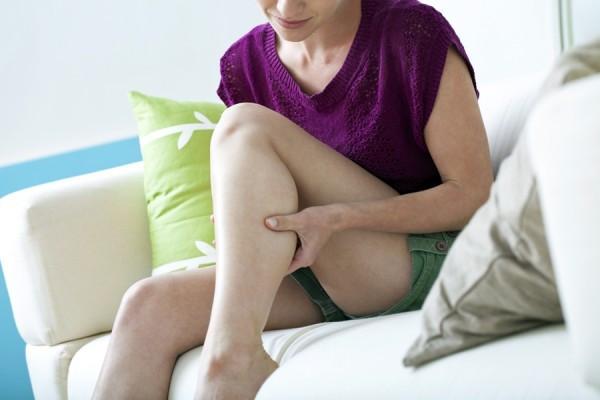amorțeală și durere la genunchi)