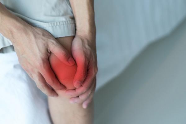 cum este tratată inflamația genunchiului)