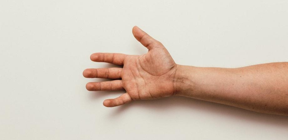 cauza artritei la încheietura mâinii)