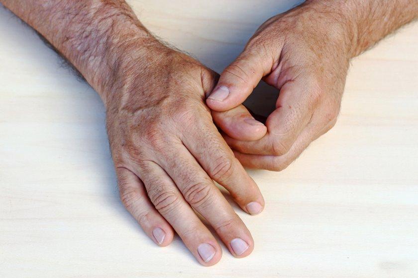 umflarea durerii în articulațiile degetelor)