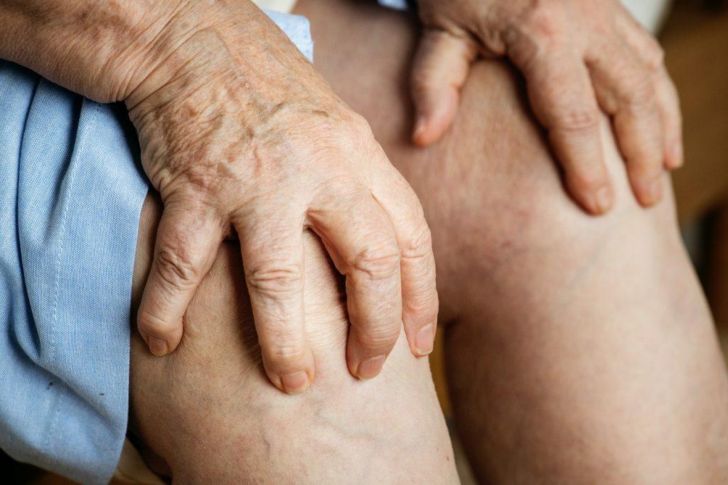 genunchii doare când este frig