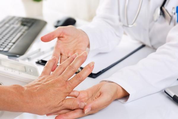 artrita mâinii din cauza vătămării