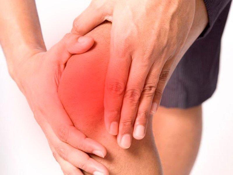 articulații în piciorul stâng rănit)