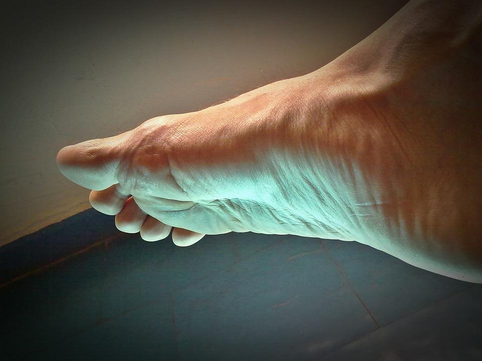 piciorul doare la mers