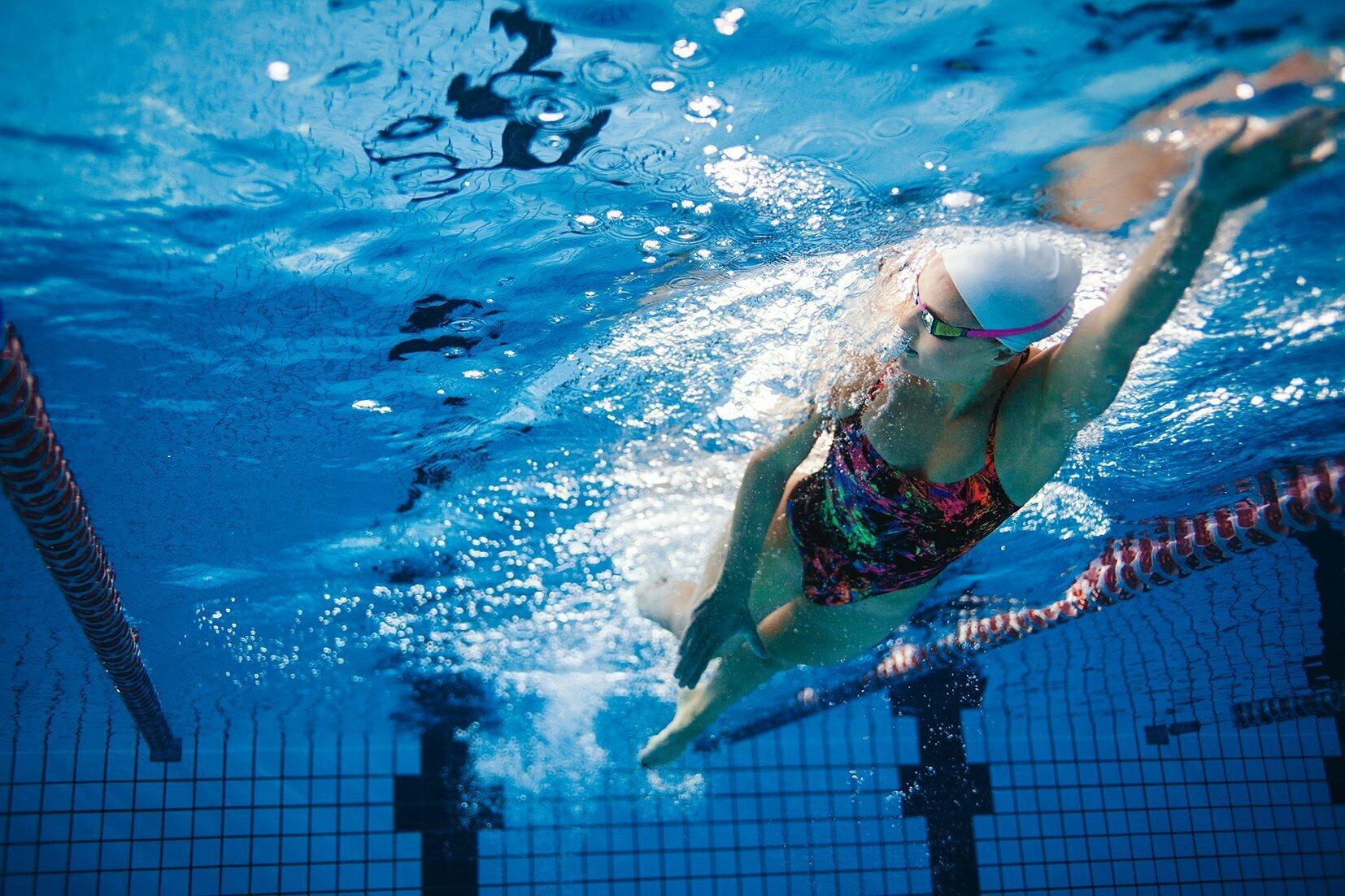 înot cu dureri articulare)