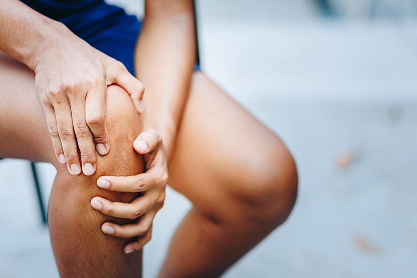 fisurarea și durerea în articulațiile genunchiului