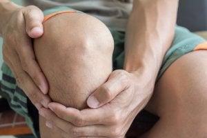 durere constantă în articulațiile picioarelor